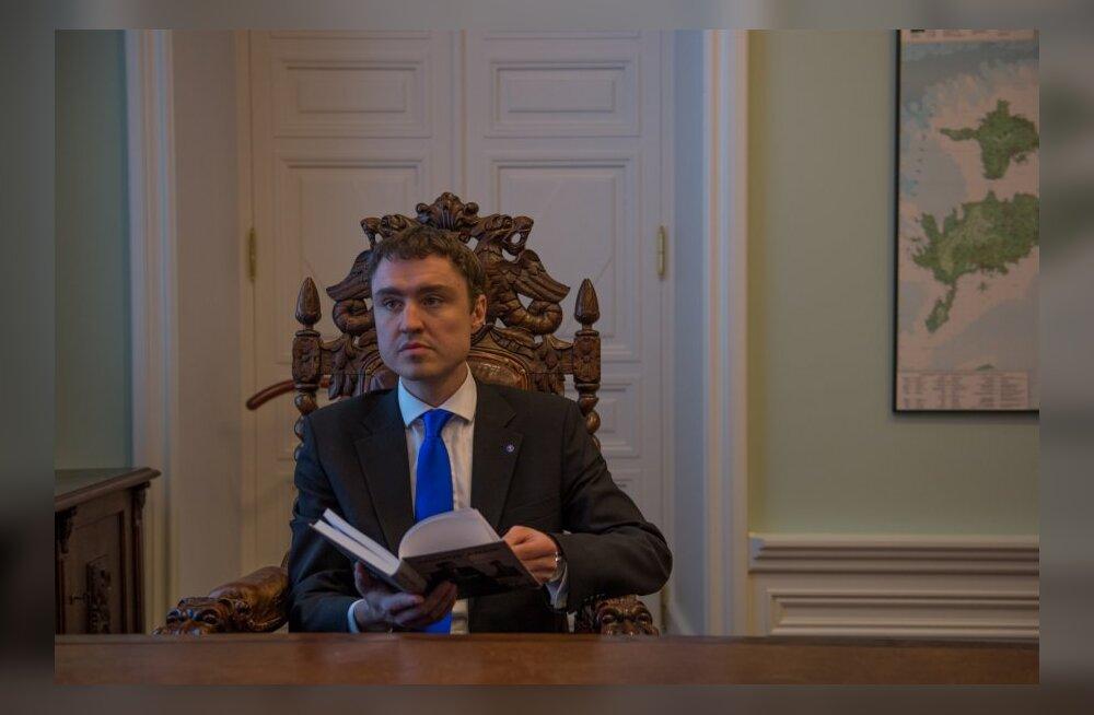 Andrus Ansip annab Taavi Rõivasele peaministri tooli üle