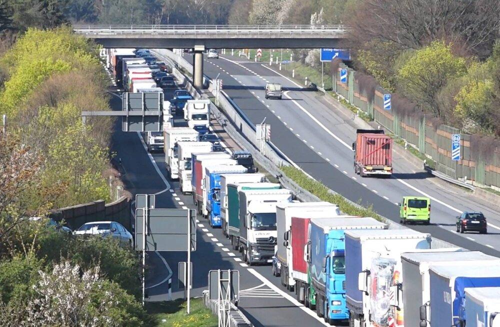 Poola teedel sai lihavõtete ajal surma 38 ja vigastada 308 inimest
