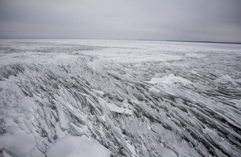 LUGEJA FOTO: Imeline looduslik klaasikillumäng Peipsi järvel