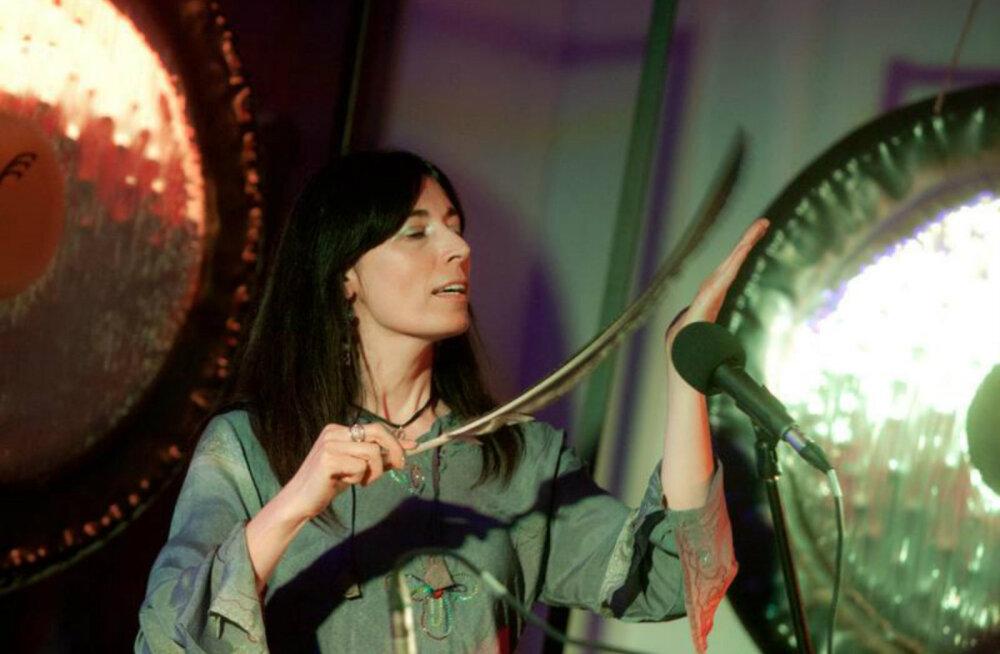 Gongimeister Alicja Eiliakas õpetab helimeditatsioone ja müsteeriumeid mängides hingesoppide sügavustesse rändama