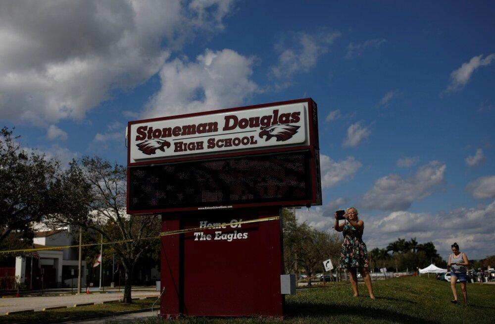 Florida koolitulistamises viis korda pihta saanud poisi teeneks peetakse vähemalt 20 kaasõpilase elu päästmist