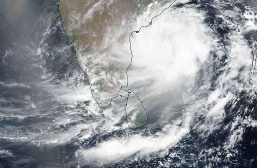 100 млн человек находятся на пути циклона Фани. В Индии начали массовую эвакуацию