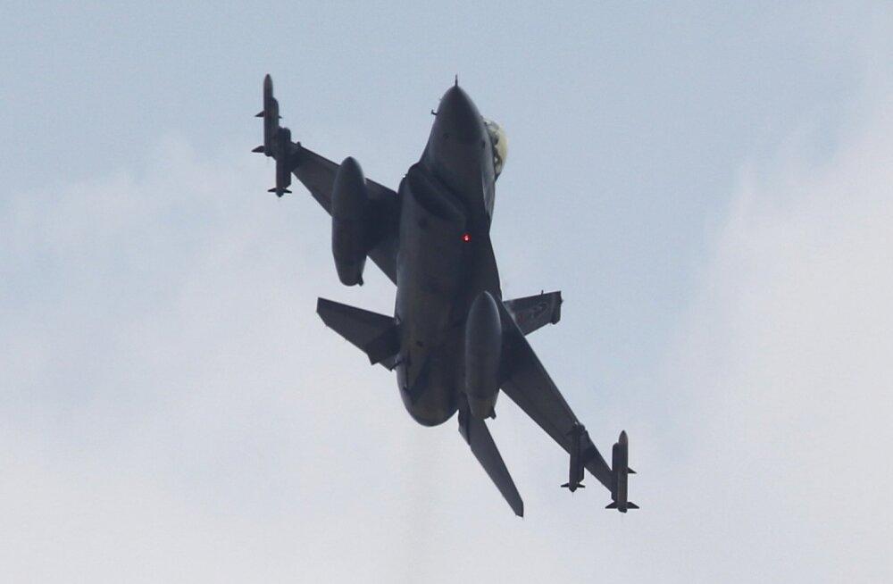 Saudi Araabia ja Jeemeni piiril kukkus alla Bahreini hävitaja F-16