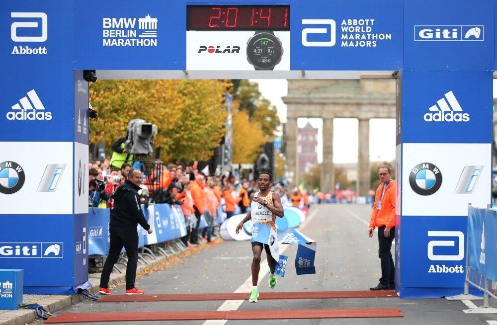 Kenenisa Bekele Berliini maratoni finišis.