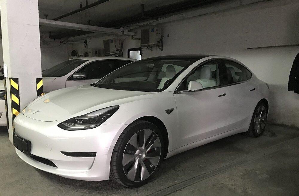 Tesla müüb koroonaviiruse tõttu Hiinas vanema tehnoloogiaga autosid kui läänes