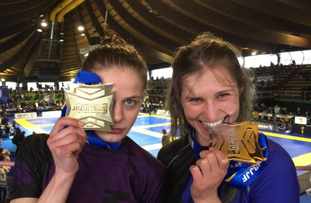Liisi Vaht ja Jane Soodla medalitega