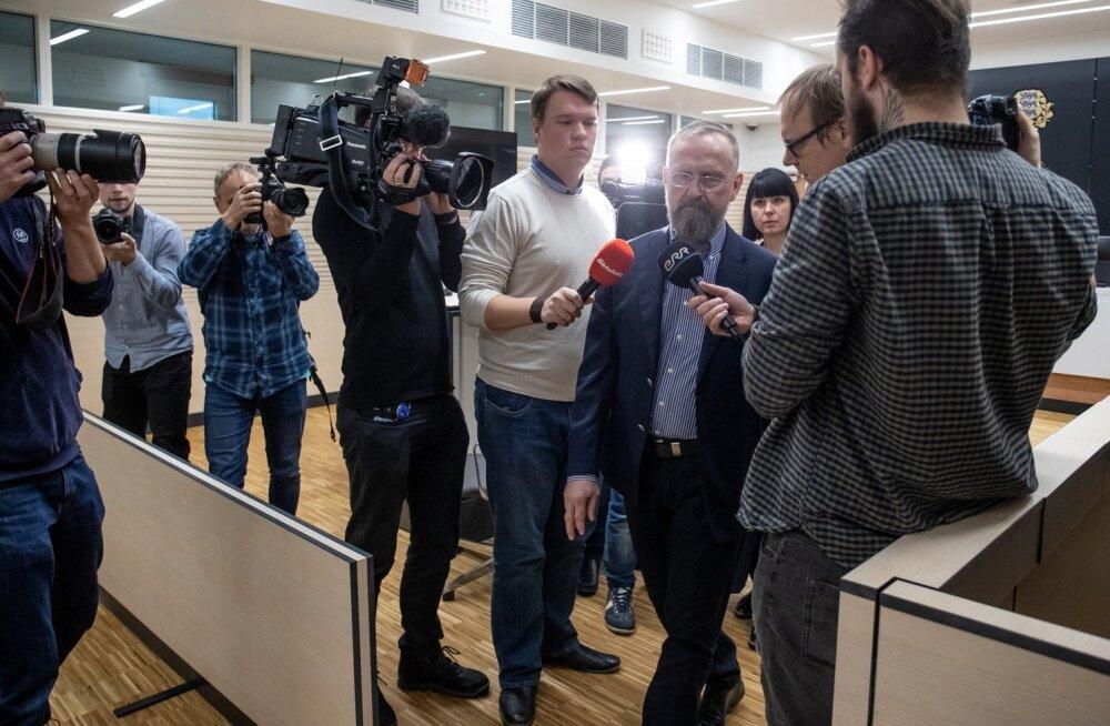 Mati Alaver jalutas kohtus ajakirjanike seast läbi kommentaare andmata.