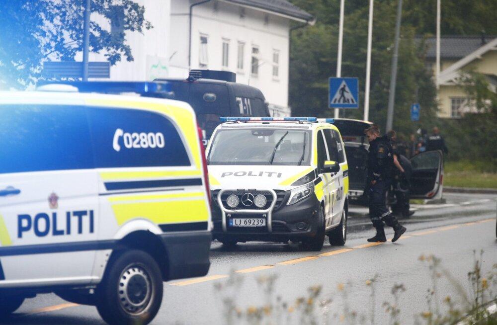 Norra politsei uurib mošeetulistamist terroriakti katsena, kahtlusalune imetles Christchurchi tulistajat