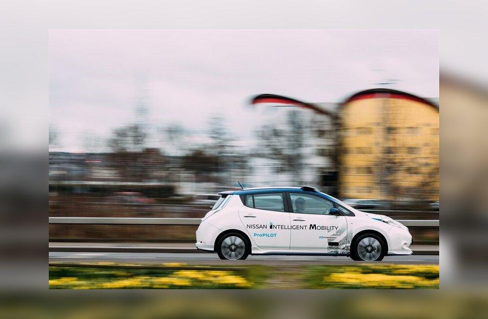 Isejuhtivate autode vaikne tulek: Nissan näitas Londonis, kuidas selline sõidab