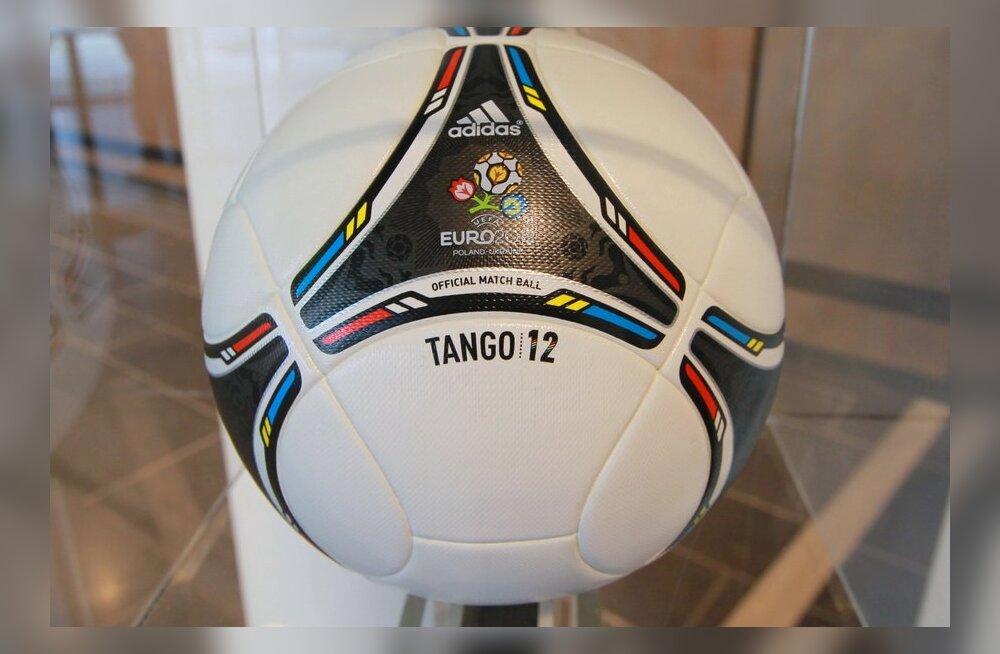 """Tango 12"", Euro 2012 ametlik jalgpall"
