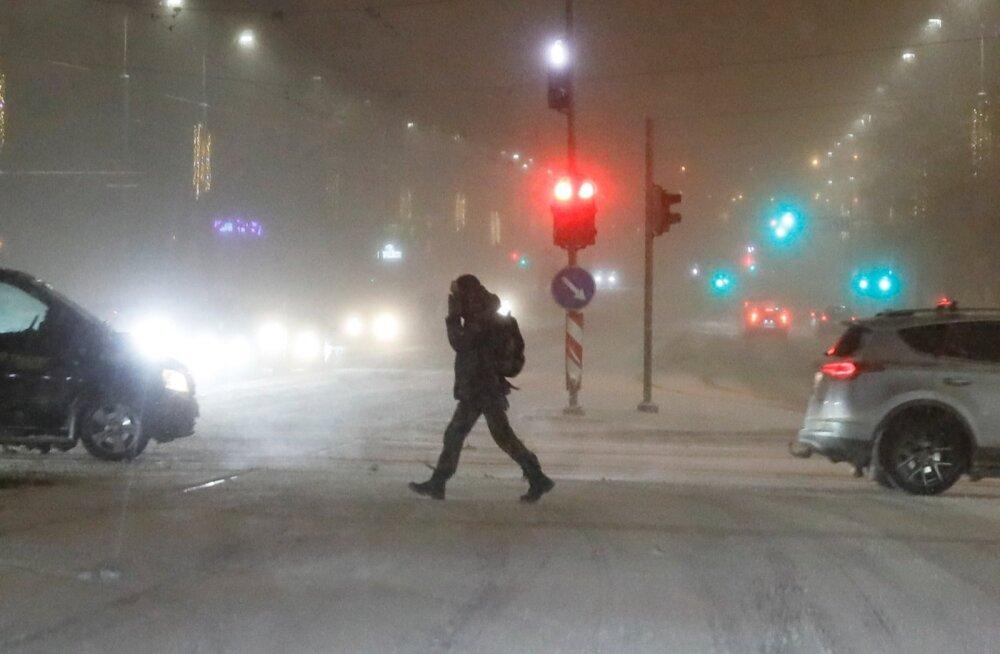 Täna õhtul jõuab Eestisse lörtsi- ja lumetorm! Politsei meenutab: alates homsest on talverehvid kohustuslikud