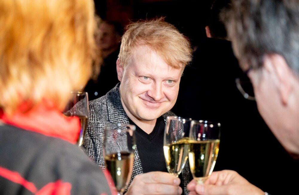 Pedagoogikaülikooli kultuuriteaduskond on kinkinud Eesti meelelahutusmaailmale vägevaid tegijaid – vahuveinipokaali kõlistab helilooja Sven Lõhmus.