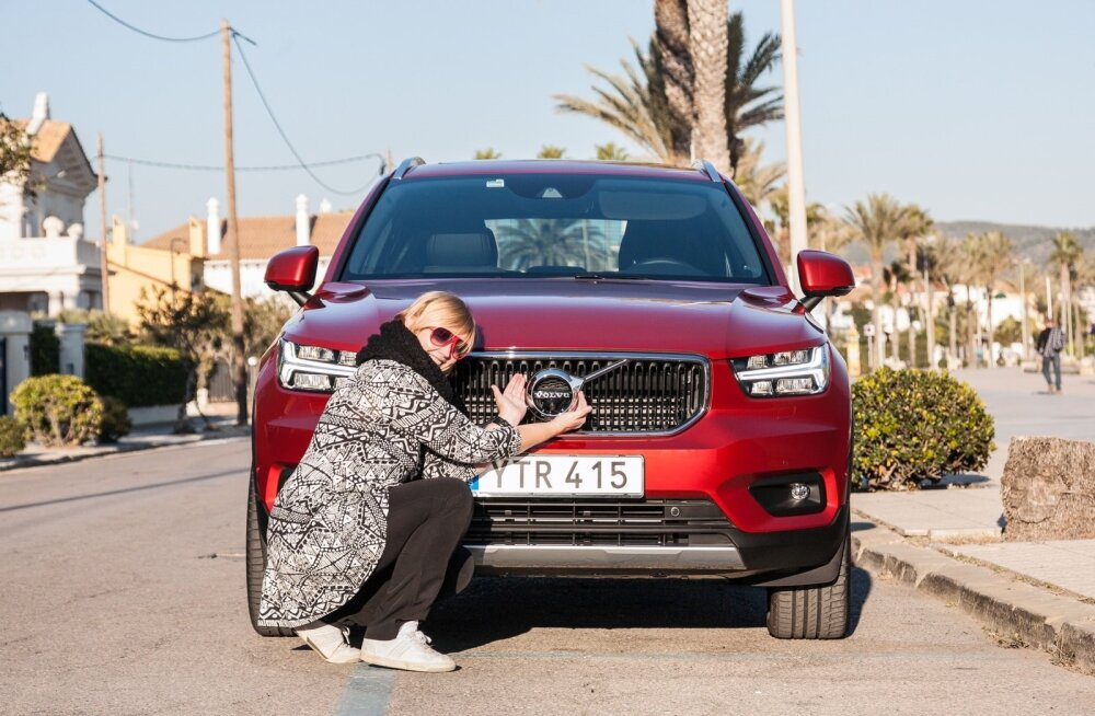"""""""Nunnumaastur Volvo XC40 on hea auto ja igati võitu väärt,"""" tunnustab loo autor Ylle Tampere naisautoajakirjanike valikut."""