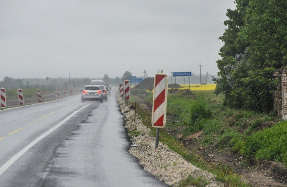 Teetööd Tallinn-Tartu maanteel, autojuhtidel tuleb hakkama saada keskmisest kitsamates teeoludes