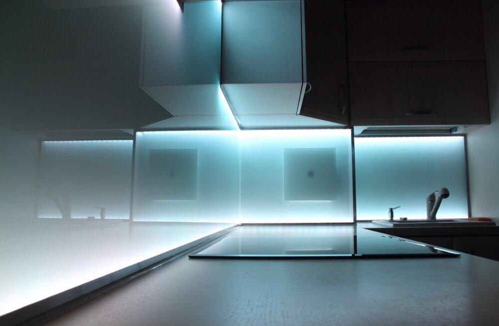 LED valgus köögis tagab, et öine klaasitäis vett ikka suhu, mitte pidžaama krae vahele jõuab.