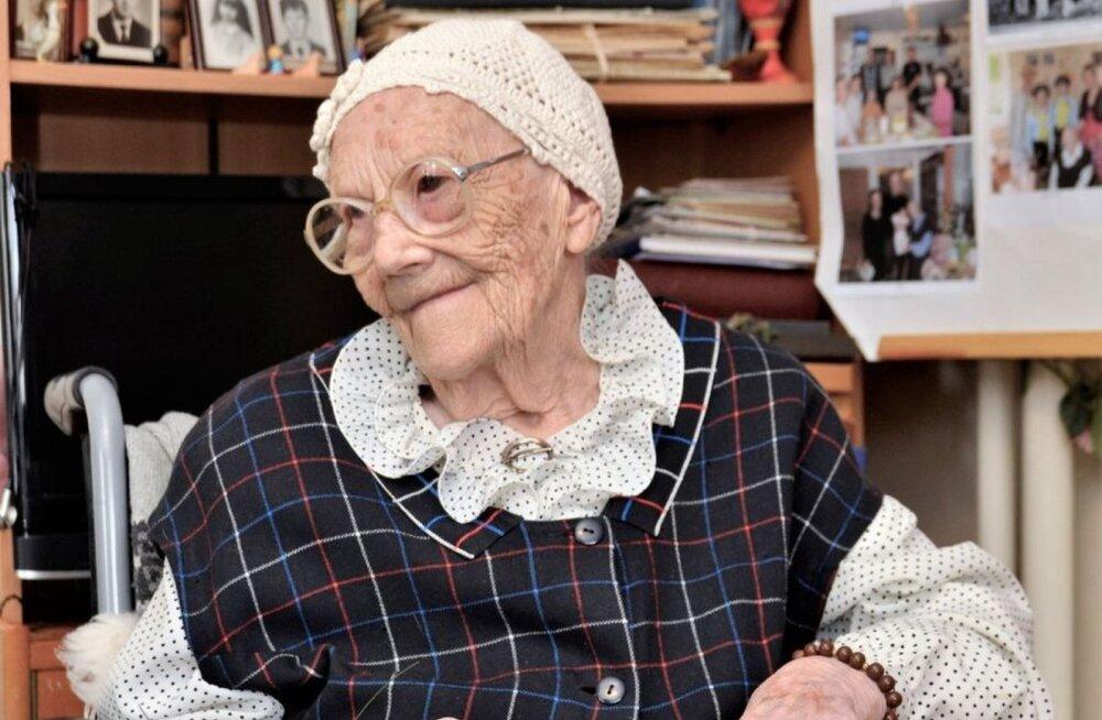 Vanim eestlane on kauaaegne õpetaja, 106-aastane Marta Kivi