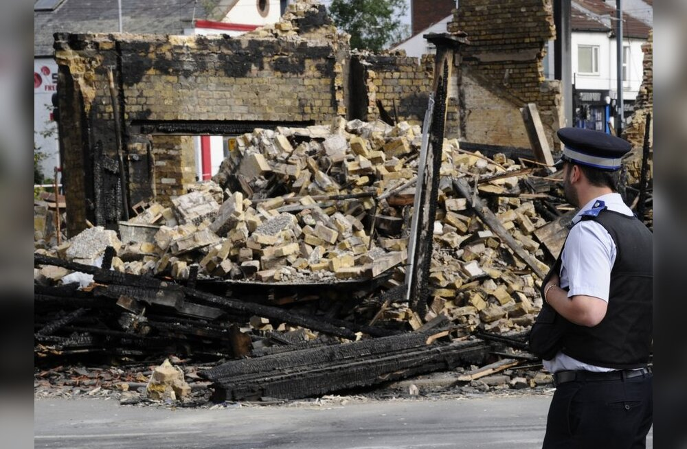 Londoni rahutuste käigus maha põletatud maja