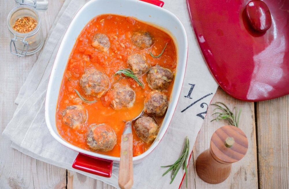 Lihapalle võib valmistada nii praadides, grillides, aurutades kui ka hautades, kuidahjus küpsetades tulevad need kõige paremad.