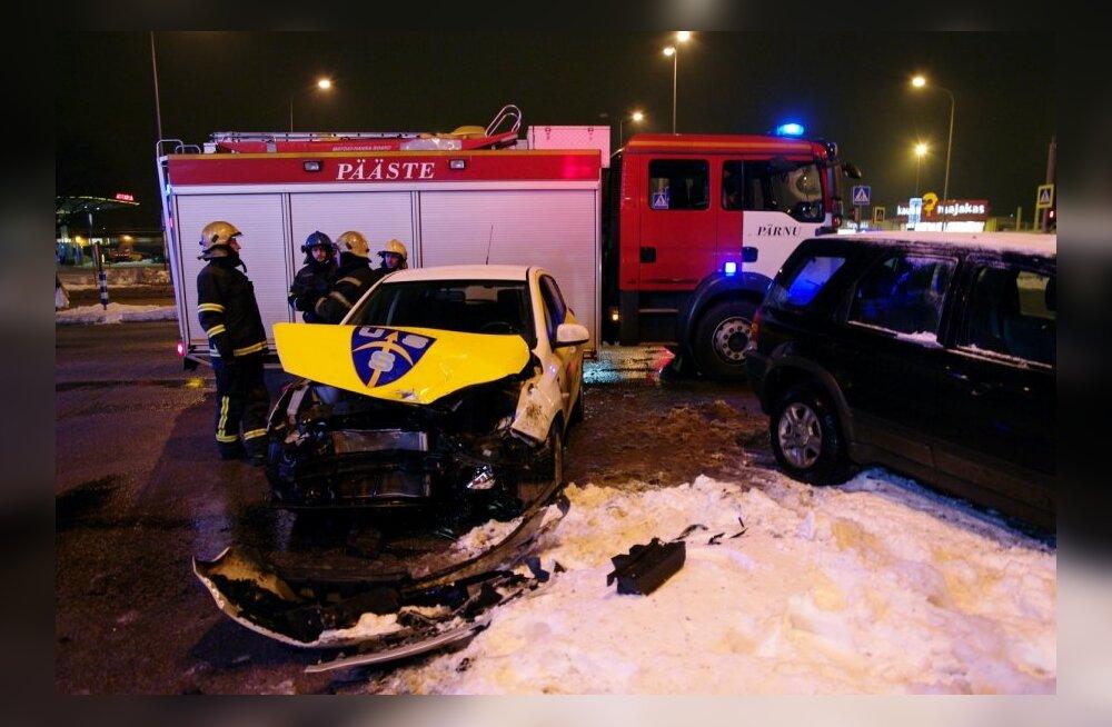 USS turvafirma auto sattus avariisse