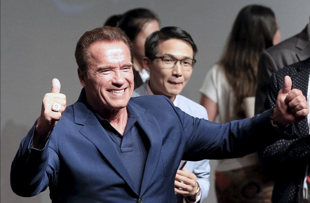 PÄEVA KLÕPS | Arnold Schwarzeneggeri skandaalsest kõrvalsuhtest sündinud poeg taaslavastas oma isa ikoonilise musklipildi