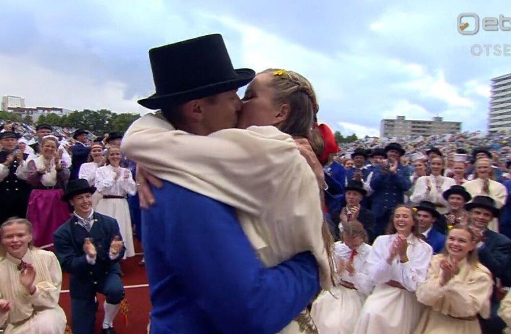 VIDEO   Tantsupeo viimasel etendusel tehti abieluettepanek!