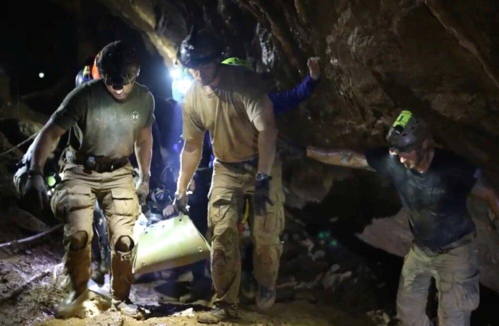Keerulises ja riskantses päästeoperatsioonis osales peaaegu sada päästjat.