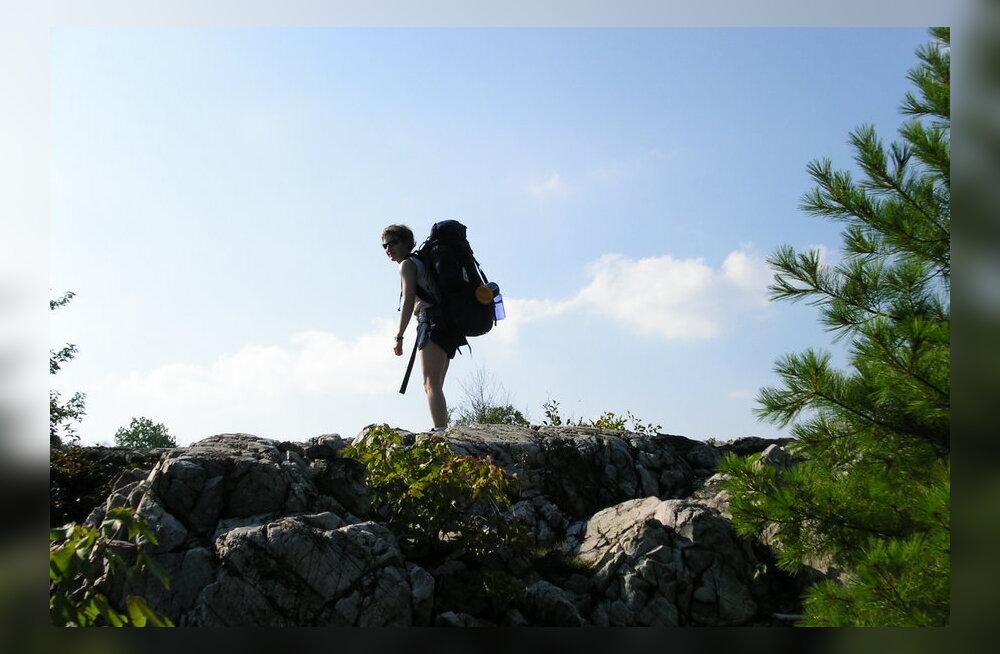 Viis turvanõuannet üksinda reisivale naisele