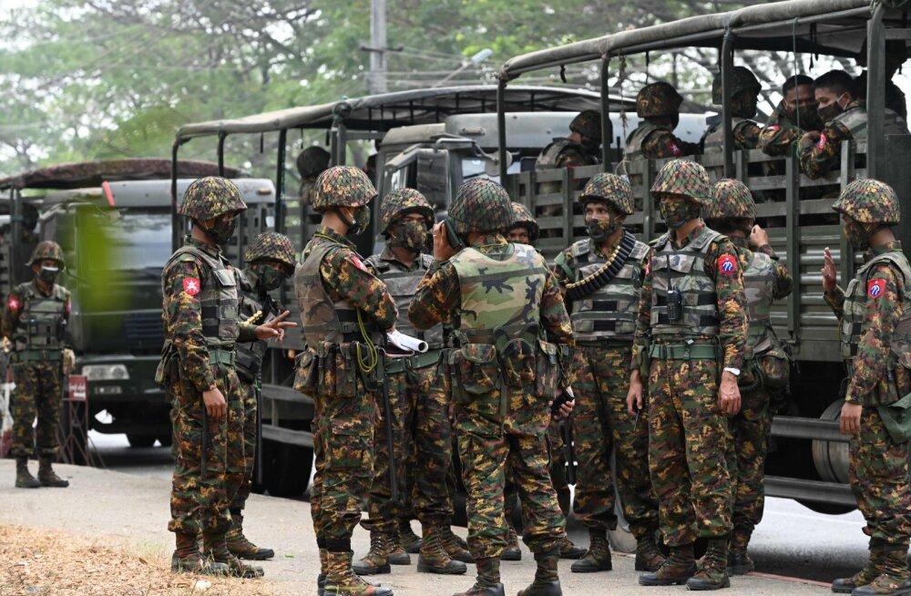 Myanmaris ähvardatakse võimu haaranud sõjaväe vastu protestijaid kuni 20-aastase vangistusega