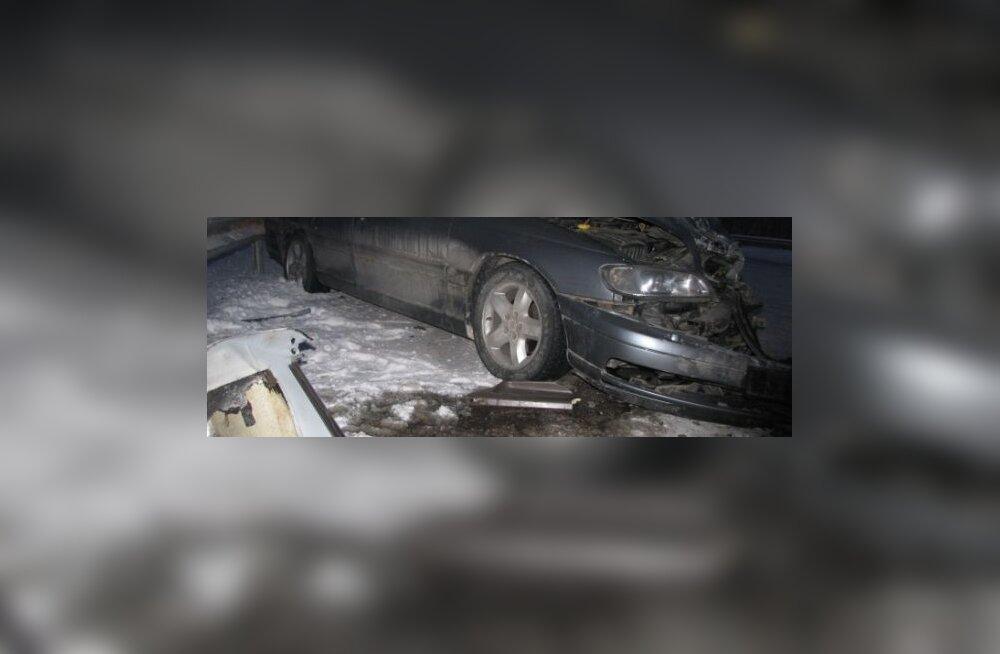 FOTOD: Avariis sai vigastada kaks inimest