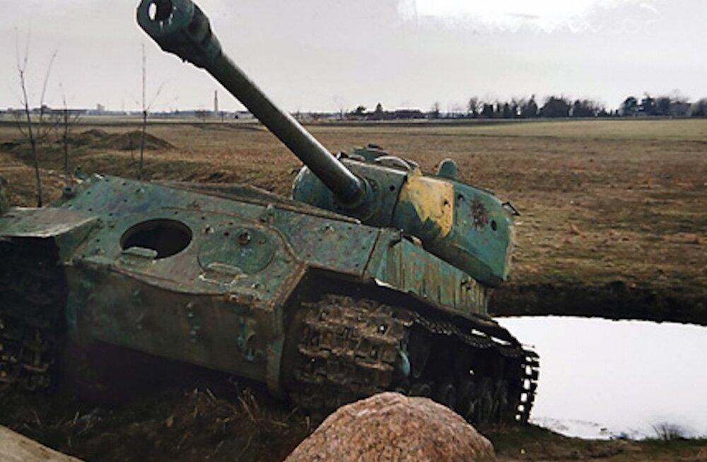 В Литве старый советский танк из музея посчитали опасным оружием — говорят, он может выстрелить