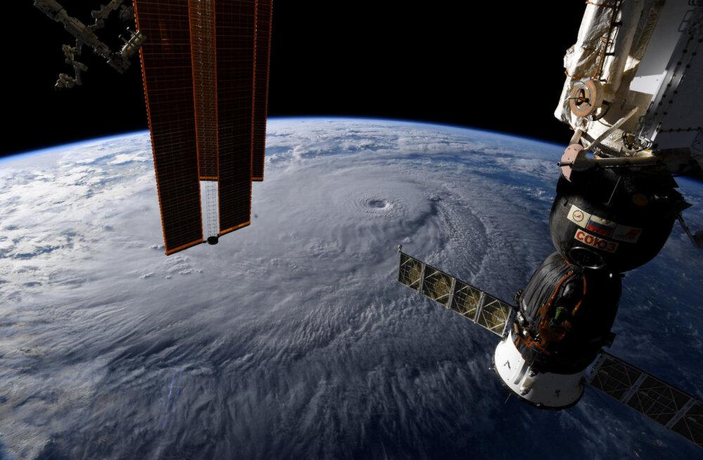 Arvatav kokkupõrge meteoriidiga tegi rahvusvahelisse kosmosejaama augu, ajutise lahendusena kasutati teipi