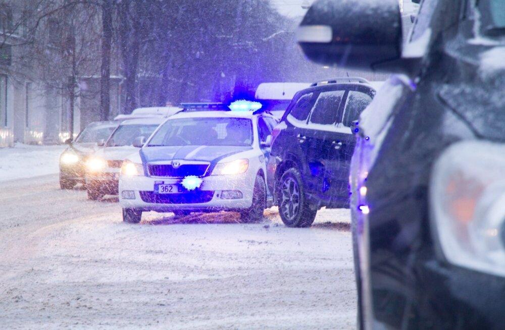 В Нарве 64-летний велосипедист получил удар от автомобиля
