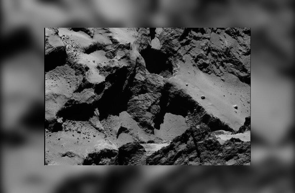Rosetta leidis päikesele läheneva komeedi pinnalt suuri vajumisauke