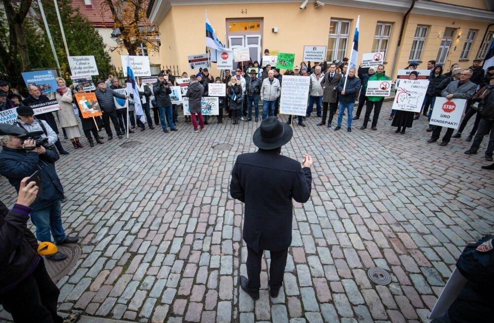 Seaduse üks koostajatest, siseminister Mart Helme novembris 2018 EKRE korraldatud immigratsioonivastasel piketil.