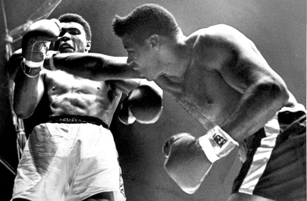 Pilt on illustratiivne. Paremal Floyd Patterson kohtumises Muhammad Aliga