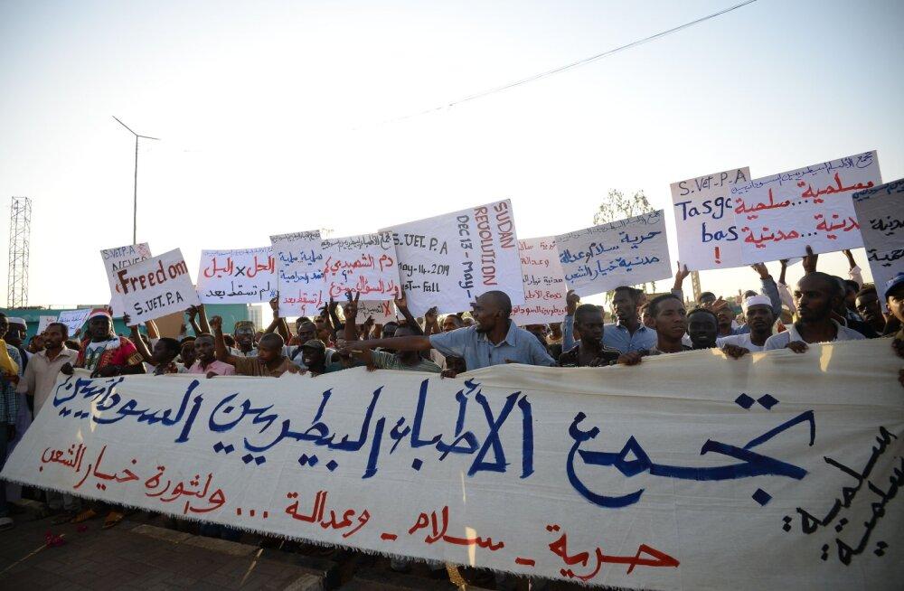 Sudaani sõjavägi ja opositsioon leppisid kokku kolmeaastases üleminekuperioodis