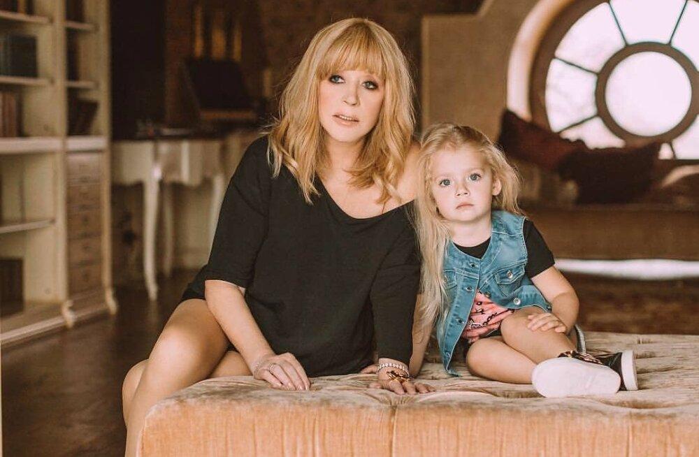 Двойняшки Аллы Пугачевой подружились с ее приемным ребенком