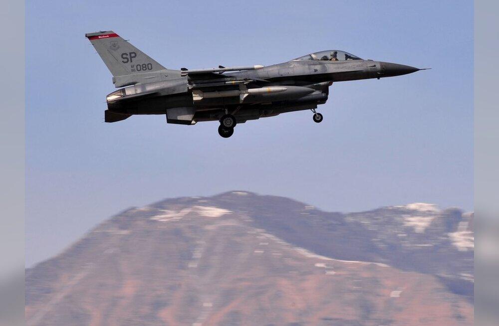 Hävitajad saatsid USA-s kaht lennukit, kus reisijad liiga agaralt tualetti külastasid