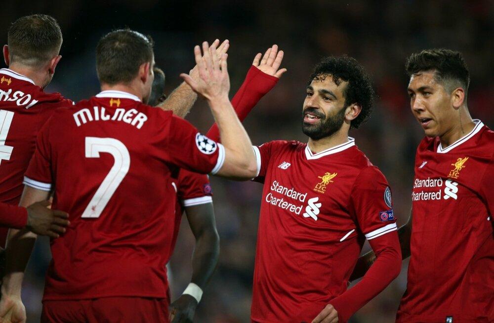 Mohamed Salah (keskel) lõi Liverpooli kasuks kaks väravat.