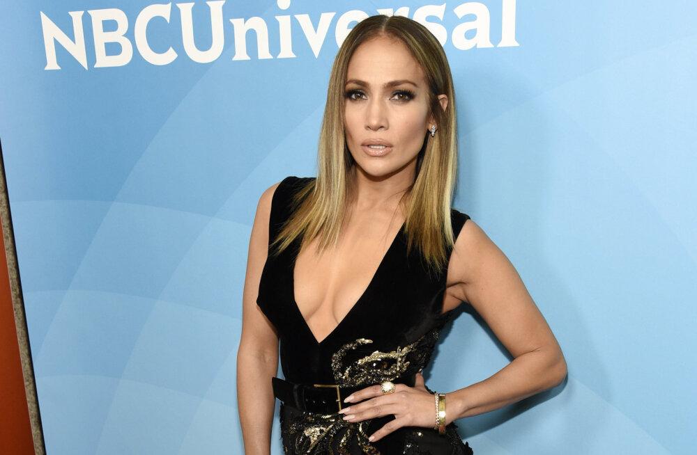3 kavalat nippi, kuidas Jennifer Lopez suudab kogu päeva kõrgetel kontsadel kõndida