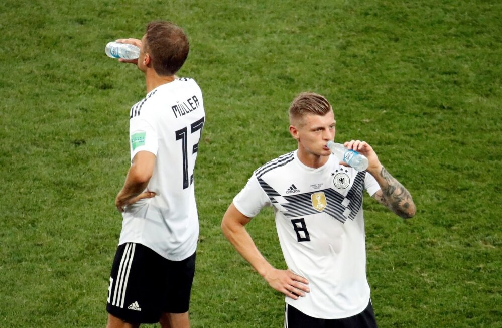 Sakslastel on kõvasti mõtteainet. Thomas Müller ja Toni Kroos ei suutnud avamängus Mehhiko väravat lahti muukida.
