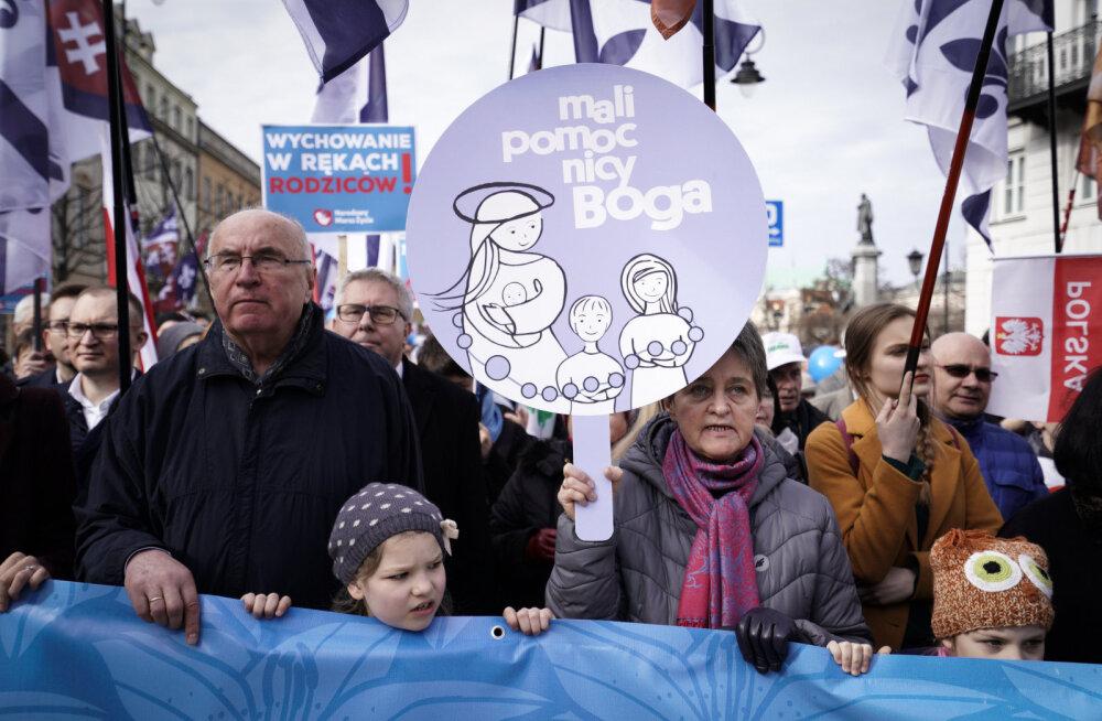 Varssavis avaldasid tuhanded inimesed meelt abordi vastu