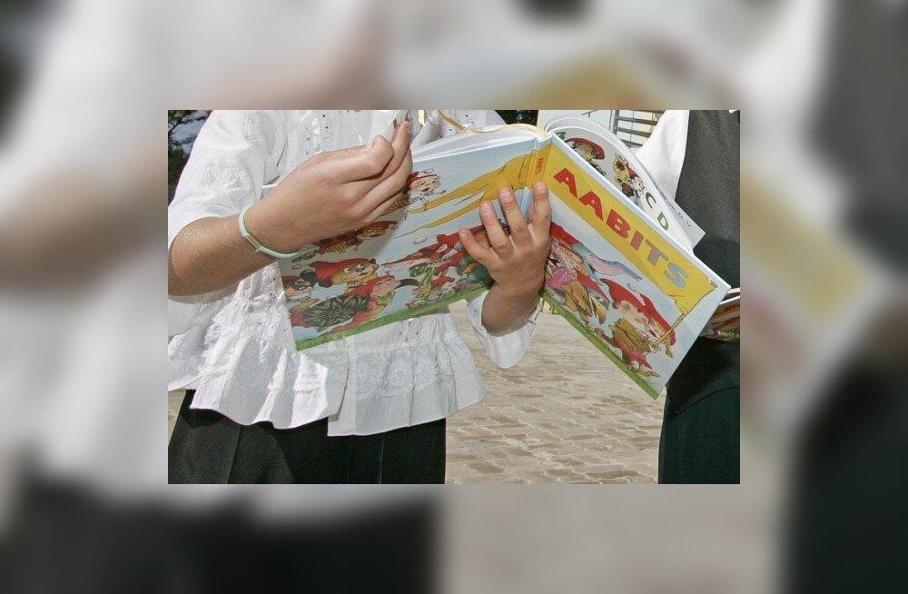 Õppekava ei nõua, aga aabits eeldab lugemisoskust