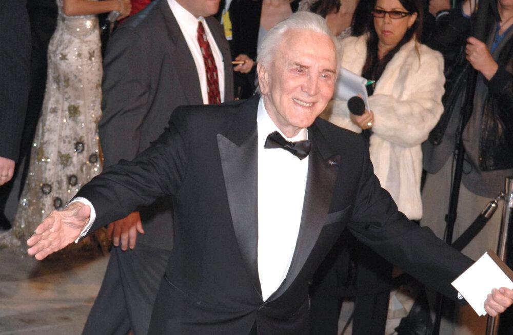 LEGENDIGALERII: Filmistaar Kirk Douglas tähistab täna 100ndat eluaastat. Viska pilk peale näitleja karjääri tipphetkedele!