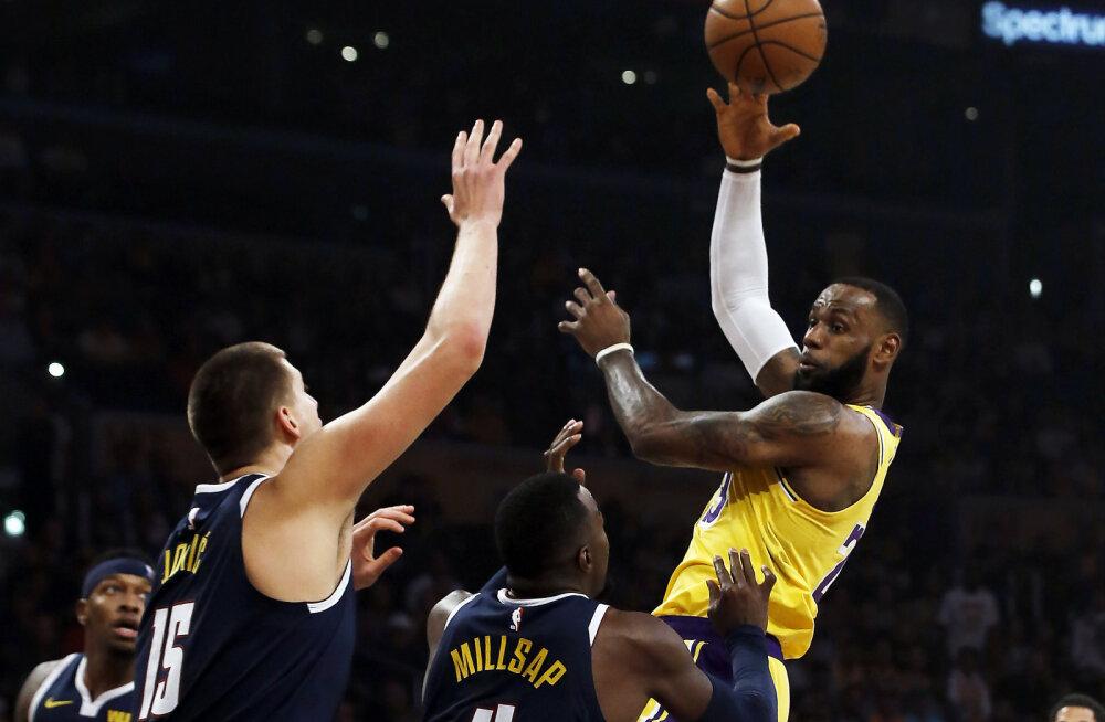 VIDEO | LeBron Jamesi karjääri 74. kolmikduubel vedas Lakersi teise võiduni