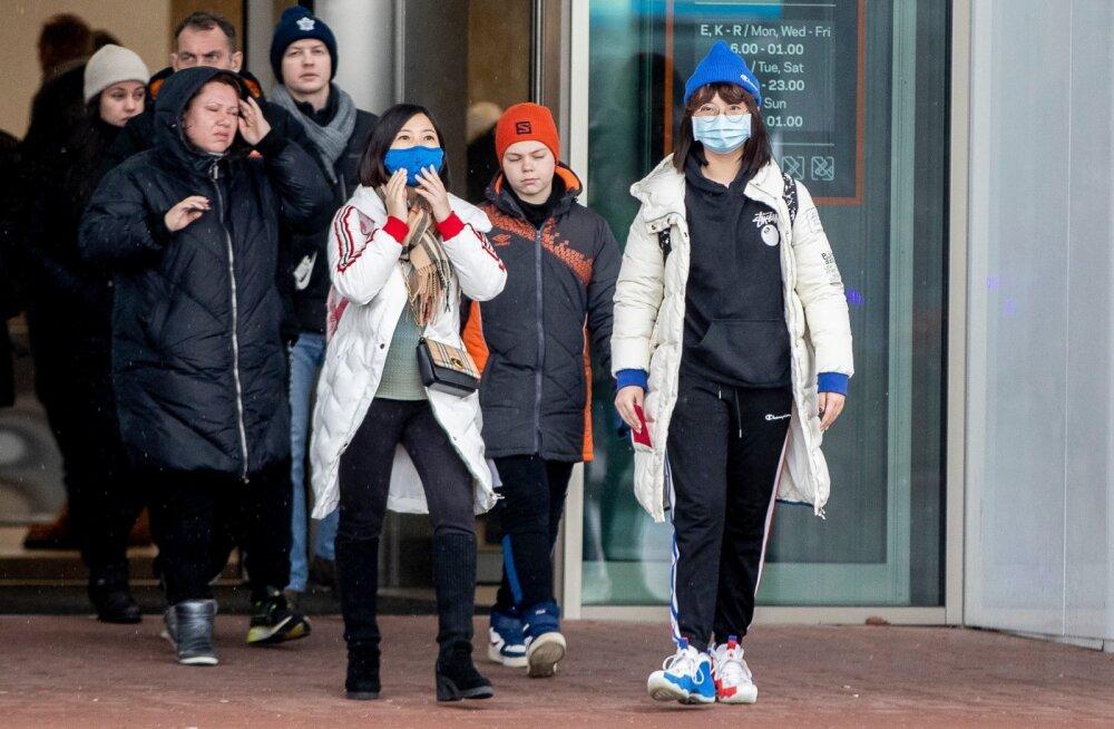 ФОТО | Китайские туристы, прибывающие в Таллинн на паромах, массово используют медицинские маски