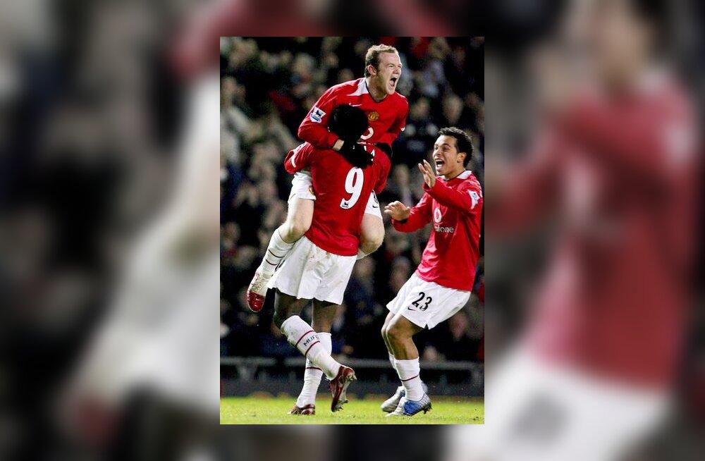 Manchester United juubeldab Louis Saha värava üle