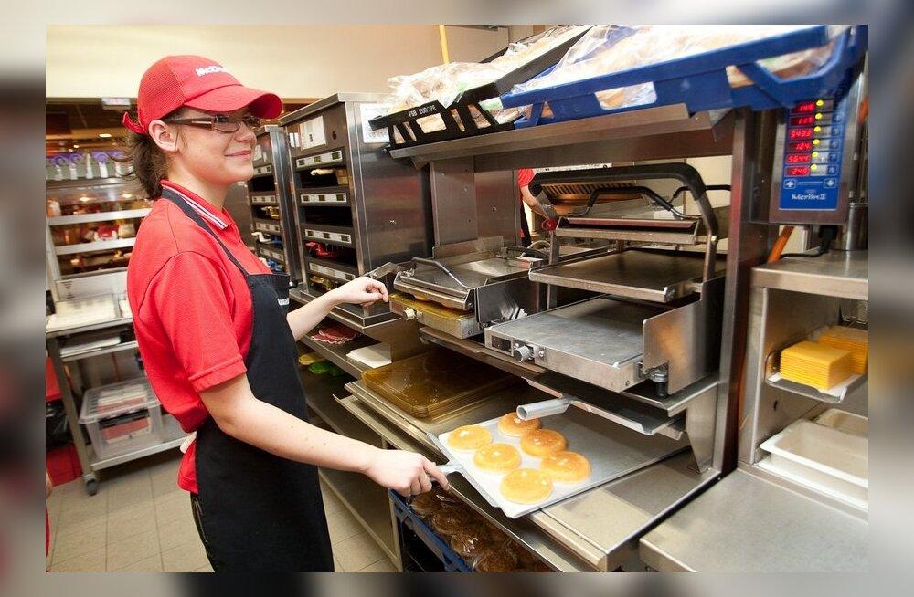 Delfi lugejad: palgalõhet vähendaks miinimumpalga tõstmine