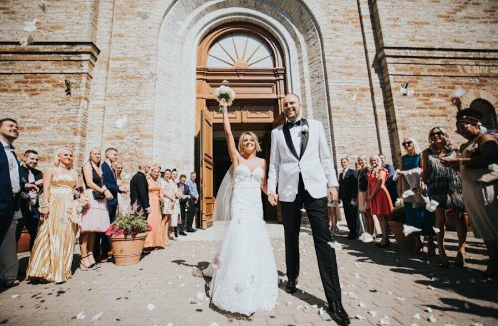 Meelelahutusärimees Sten-Erik Jantson pidi ühel eriti kaunil põhjusel pulmapäeval haiglas käima