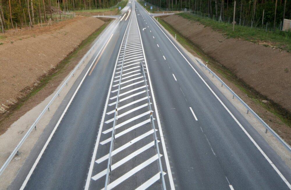Ohutuse osas tundub esialgu, et 2 + 1 sõidurajaga teed on sarnase ohutustasemega nagu ohutuma otsa 2 + 2 sõidurajaga teed.